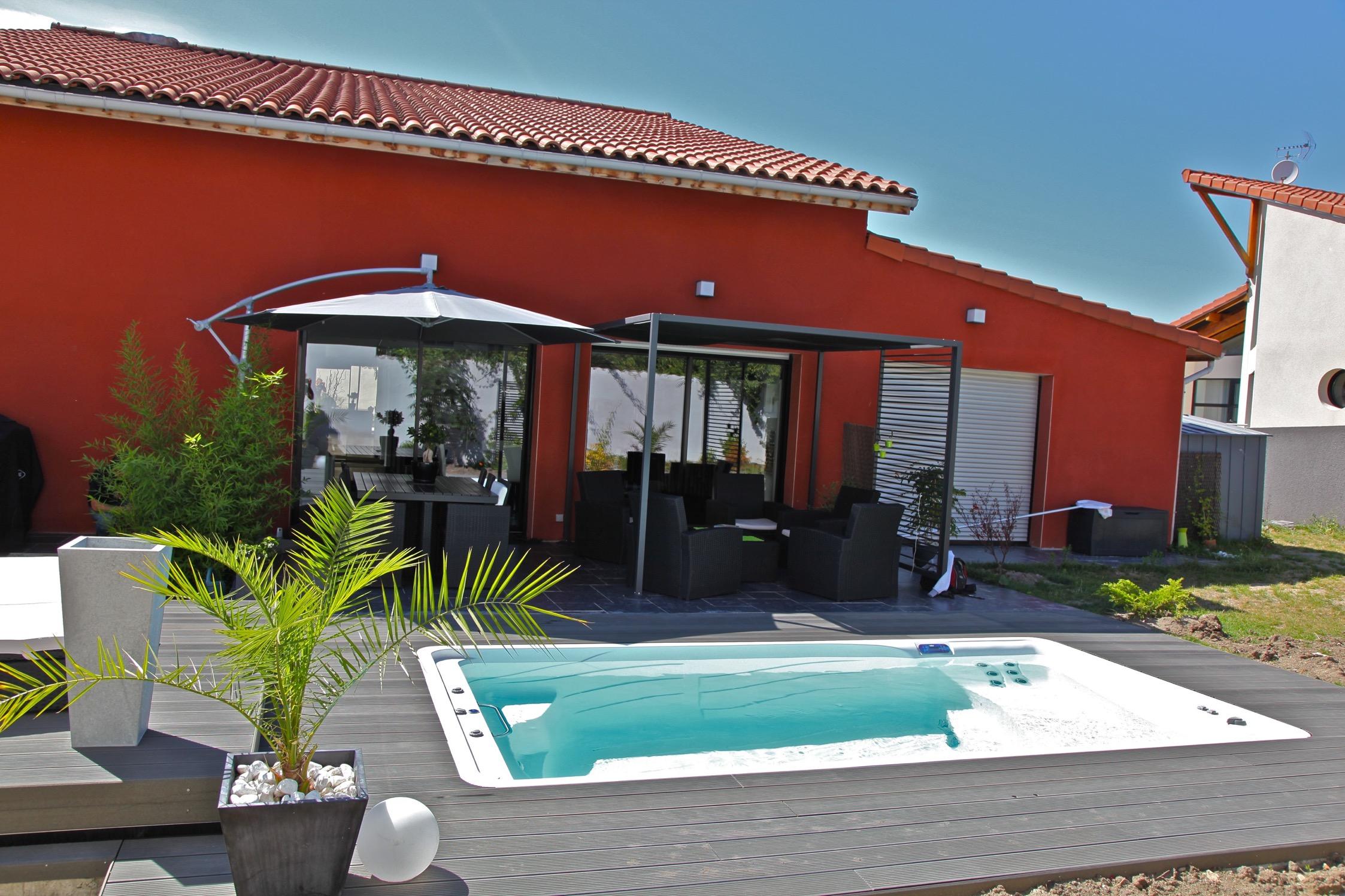 Piscine coque acrylique piscine coque polyester aries x h for Piscine sauna hammam marseille
